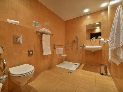 EA Hotel Sonata**** - barrier-free bathroom